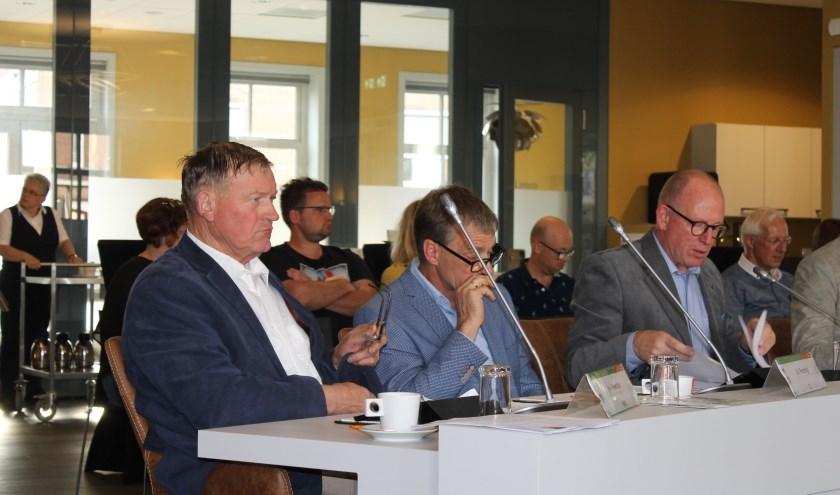 Henk Meerdink (links) stoort zich aan de term 'vleesfabriek' van de heer Bert Weevers