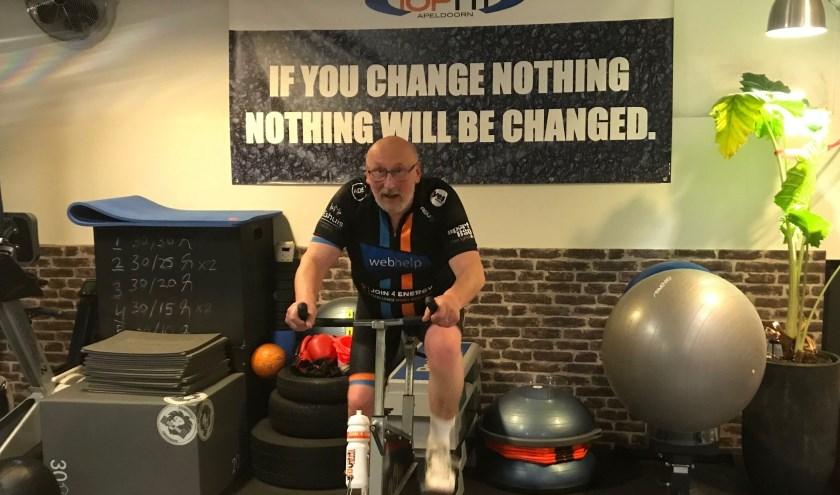 Hajo heeft de afgelopen vijf maanden onder intensieve begeleiding bij TopFit Apeldoorn enorm hard gewerkt aan zijn conditie.