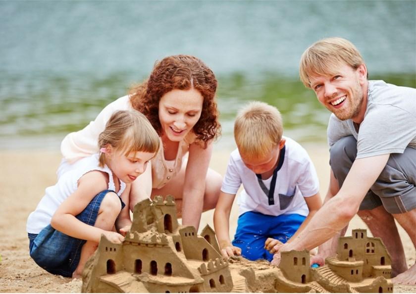 Zandkastelen bouwen, een van de creatieve activiteiten