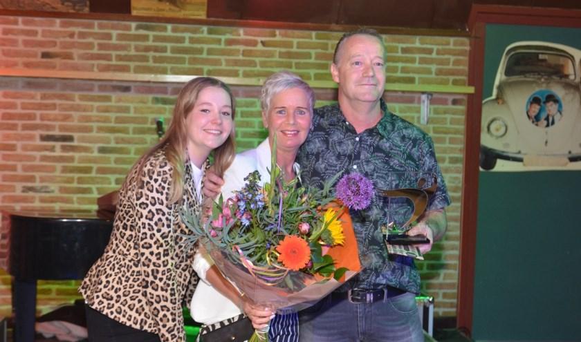 Gouden Kanarie Theo van Pijkeren met echtgenote en jongste dochter.