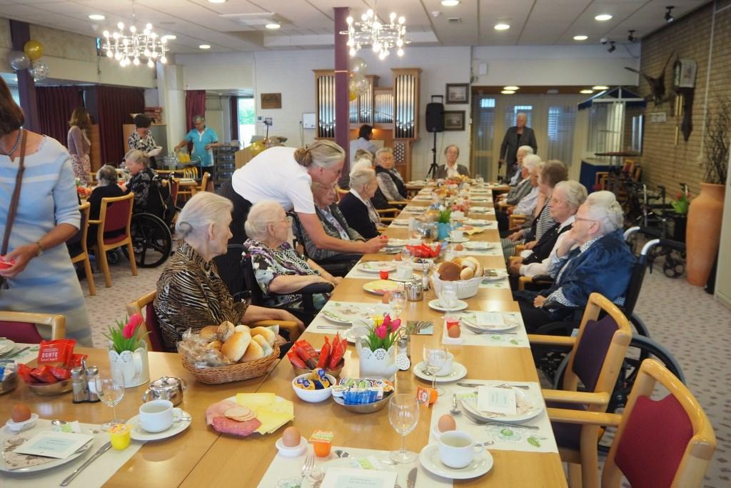 Ontbijt met de bewoners. Foto: Cedrah © DPG Media