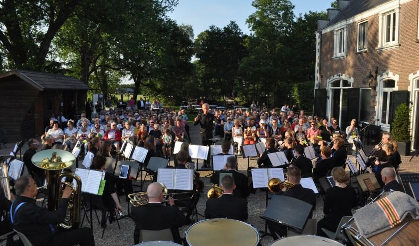 Ons Genoegen geeft optreden bij Kasteel Bruin Horst in Ederveen