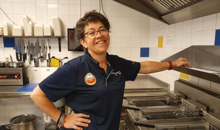 Sinds drie jaar is Monique vrijwilliger bij voetbalvereniging Delta Sport. Foto: Irene van Valen