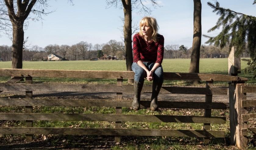 In Hanna van Hendrik zijn we gedurende drie seizoenen onderdeel van het leven van boerin Hanna (Johanna ter Steege) en haar familie.