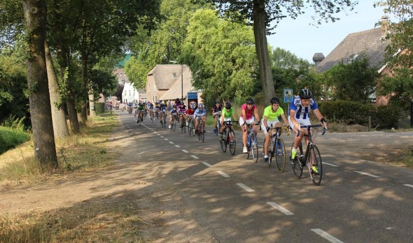 Nu wordt er alweer druk gespeculeerd over de potentiële winnaar van dit bijzondere jaar. Zondag 28 juli weet Schalkwijk wie de winnaar van de 50ste Tour de Schalkwijk is.