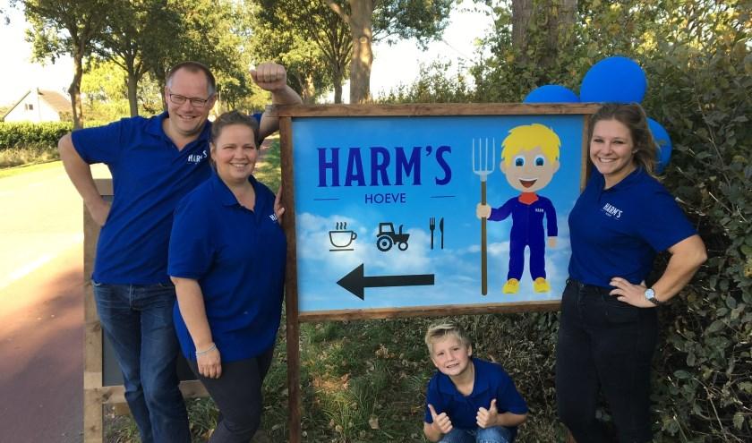 Pierre en Jessica Hopman en Fenna Bruijsten zijn samen de eigenaren van HARM's hoeve.