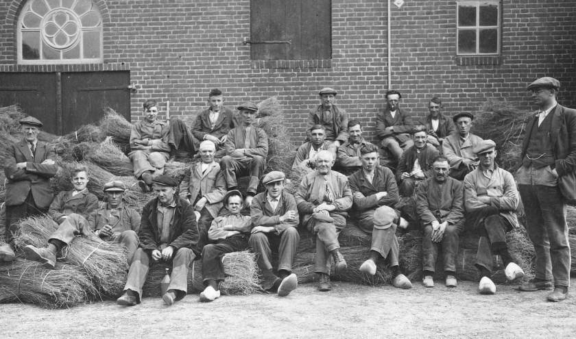 Vlasarbeiders van vlasserij 'De Nijverheid'