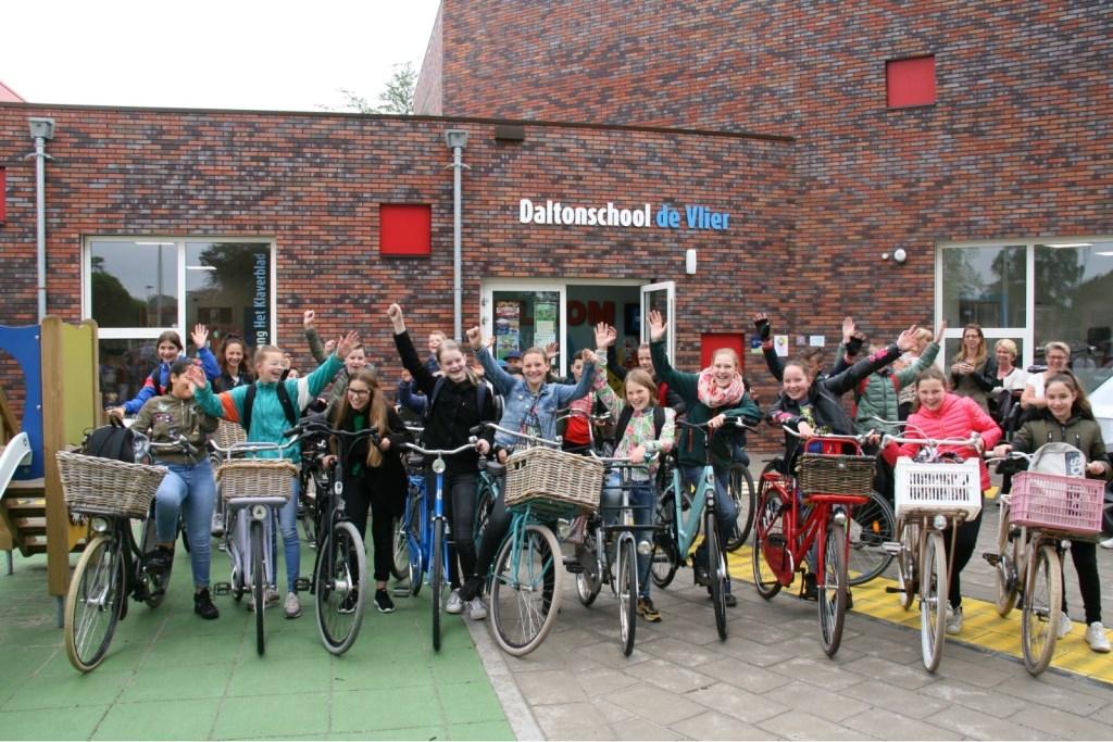 Groepsfoto voor vertrek (alleen de Vlier) Foto: Gerrit vd Kempe © DPG Media