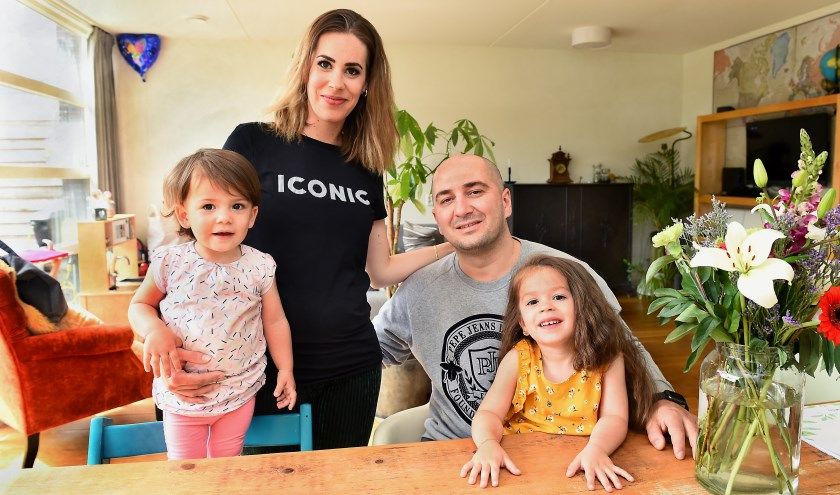 Maryse Tamliani met haar man Yuri en kinderen Zoë en Noa. (foto: Roel Kleinpenning)