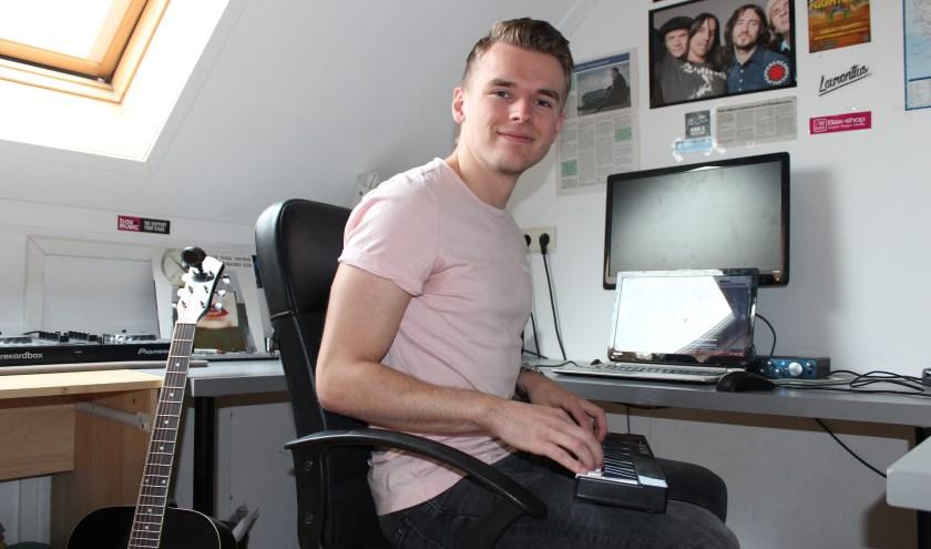 """""""Ik vind het heerlijk om muziek te maken en wil er ook hard voor werken,"""" vertelt DJ Laurentius. (foto: Sigrid Aalfs)"""