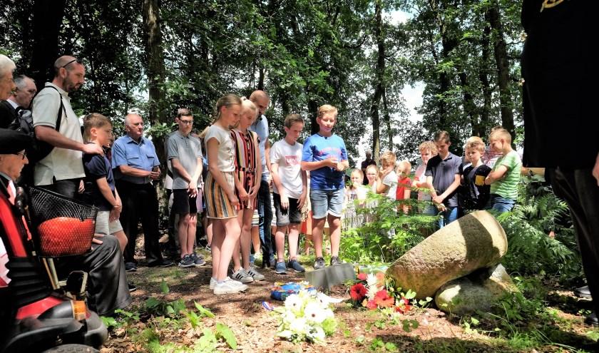 Kinderen van de Willem Teellinckschool in Achterberg namen ook aan de ceremonie deel. (Alle Foto's: Max Timons)