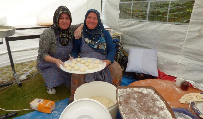 Bezoekers van de open dagen van de Fatih Moskee in Oldenzaal worden gastvrij ontvangen tijdens de open dagen op 15 en 16 juni.