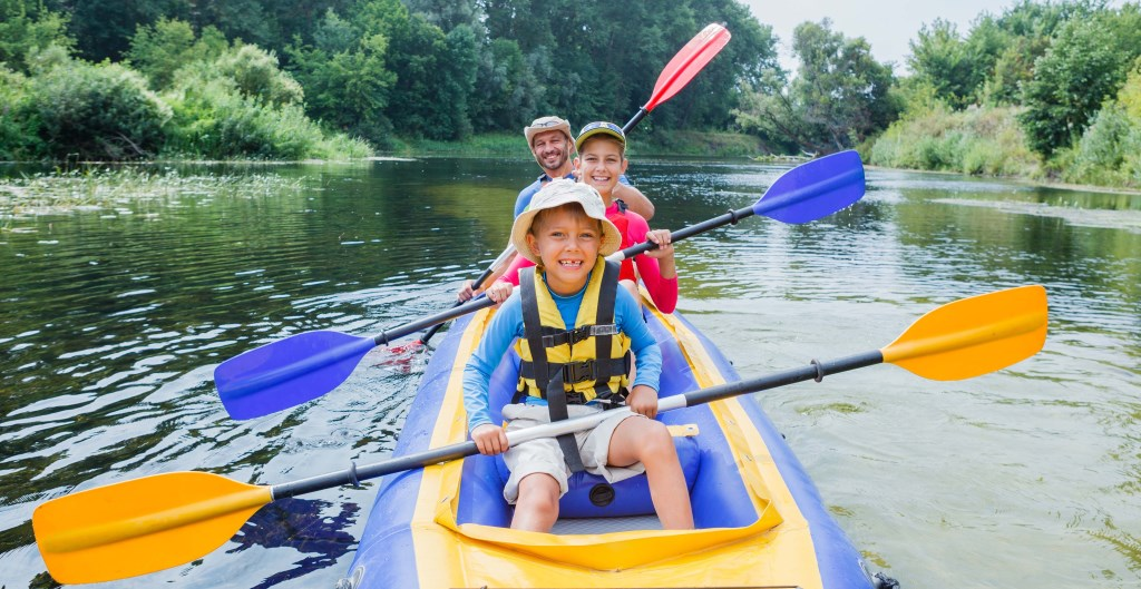 Kayakken, een sportieve activiteit op Zevenhuizerplas experience  © DPG Media