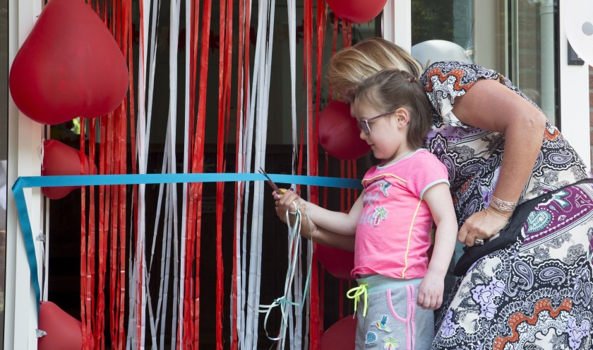 Kinderzorgvilla Villa ExpertCare is afgelopen vrijdag op een feestelijke manier door Nienke officieel geopend. Foto: Ilona van Egdom