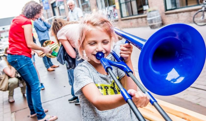 Kijk eens wat een vrolijkheid tijdens de eerste editie van Oyfo Live! Dat belooft wat voor de tweede. Foto: Renaldo Markus