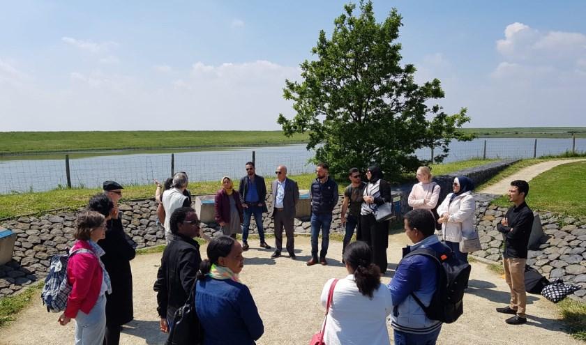 Elf nieuwe bewoners van Schouwen-Duiveland ondertekenden vorige week de participatieverklaring. FOTO: PR