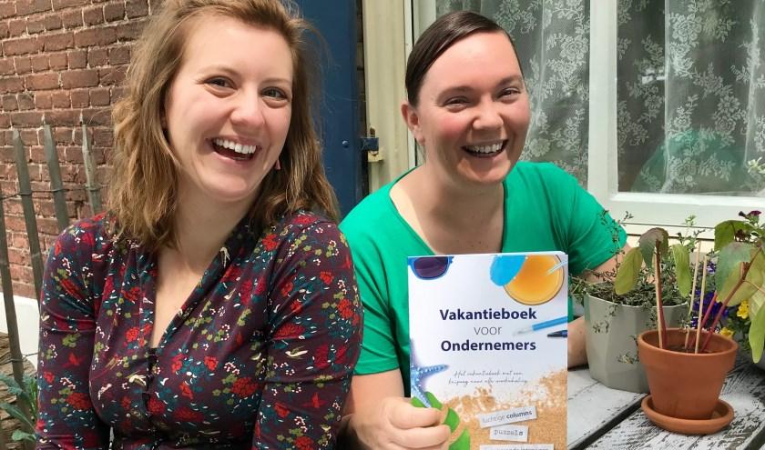 Het begon als een ludiek idee van Joyce Kooijman en Sanne van Mil, maar het vakantieboek is in no time uitgegroeid tot een landelijk succes.