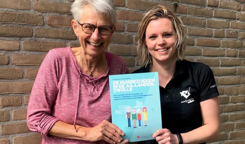 Links Marita Spauwen, programmacoördinator Gezond Ouder Worden bij GGD IJsselland, en rechts Marloes Holterman, projectleider Vitaal & Veilig Thuis bij WijZ.