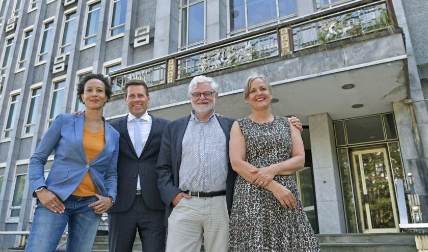 vlnr: Miriam Bryson, directeur Welzijn Rijswijk; Björn Lugthart, wethouder gemeente Rijswijk; Harm Smit, directeur Bibliotheek aan de Vliet en Patty Jacobs, directeur Trias.