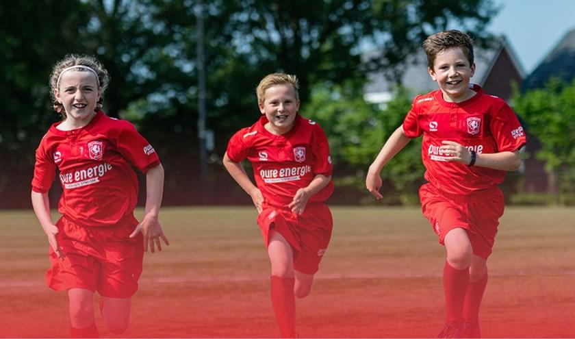 De FC Twente Soccer Camps zijn voor jongens en meisjes in de leeftijd van 6 tot en met 15 jaar.