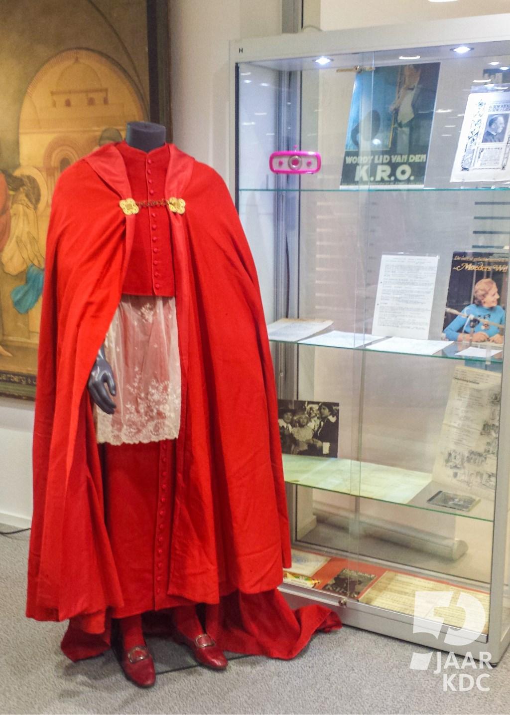 Het liturgisch gewaad van kardinaal Van Rossum.  Jeffry Huntjens. © DPG Media