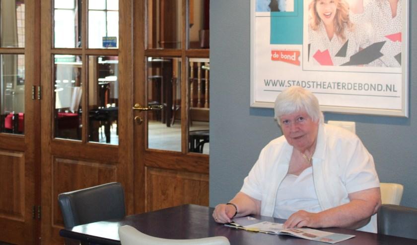 Zittend aan de stamtafel mijmert mevrouw Janneke Tammenga-Haan over het ontstaan van De Bond. Een voorziening die past bij Oldenzaal en een huis is voor professionals én de amateurkunsten.