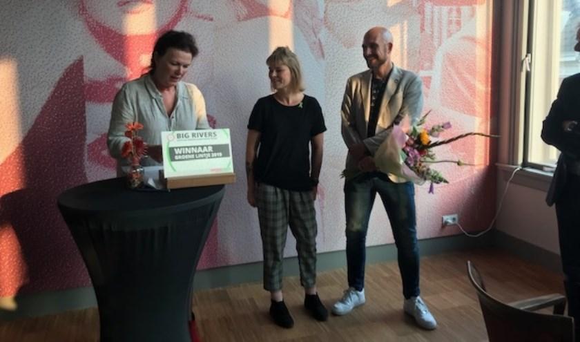 De uitreiking van het Groene Lintje in bioscoop The Movies in Dordrecht. (foto: pr)