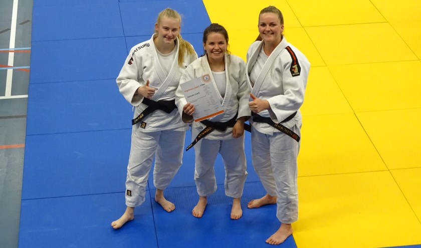 Links Lisanne van Rooden, in het midden Sannah Löwik en rechts Esther Zwart. Eigen foto