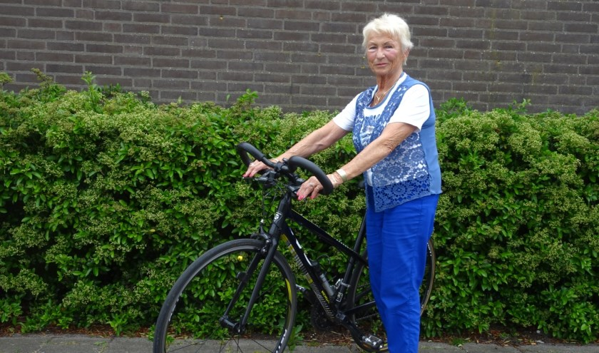 Op dit 'Kogaatje' gaat Elsbeth fietsen voor haar elfde Elfstedentochtkruisje.