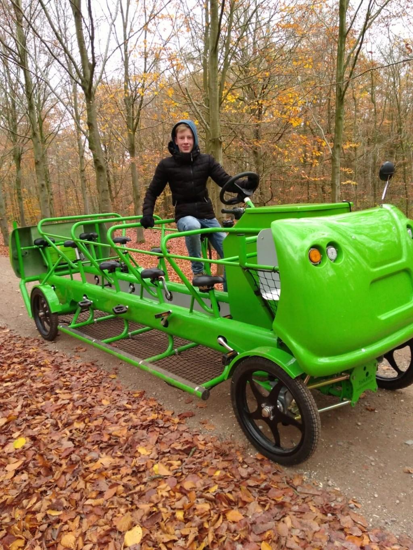 De grote groene fiets en een stagiair Foto: Janny Kerssies © DPG Media