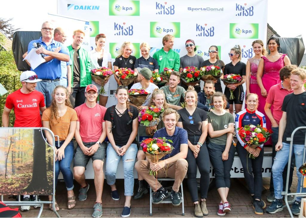 De kampioenen werden door de organisatie in het zonnetje gezet.  Foto: Hidde Muije © DPG Media