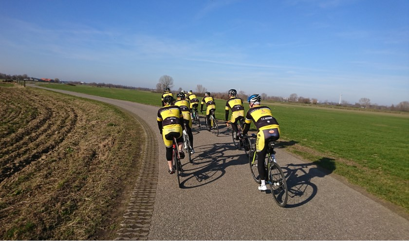 Renners van Toerclub Heerde. De langste tocht van zaterdag is 150 kilometer, maar er zijn ook routes van 25 of 50 kilometer voor het hele gezin.
