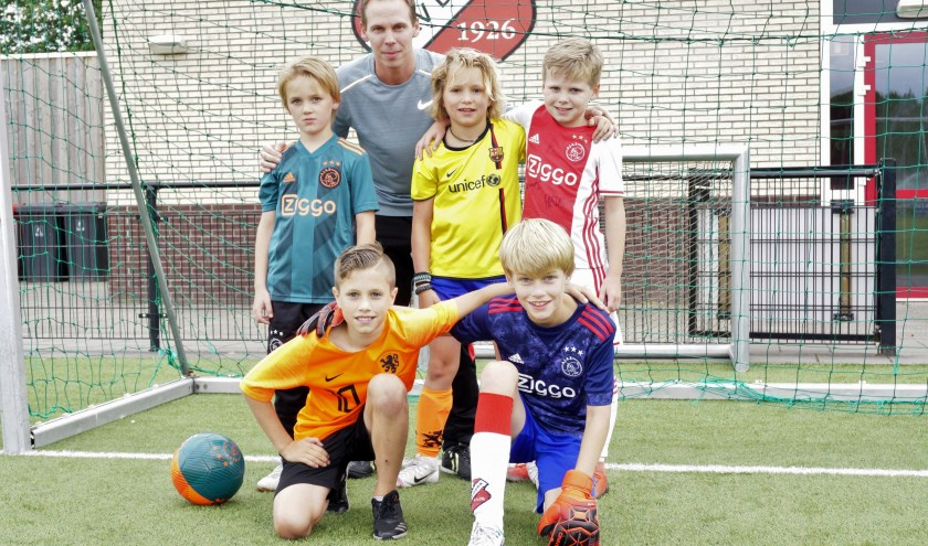 Deze jongens uit het team van Melvin Steenbeek komen graag een keer extra trainen. Foto Ellis Plokker