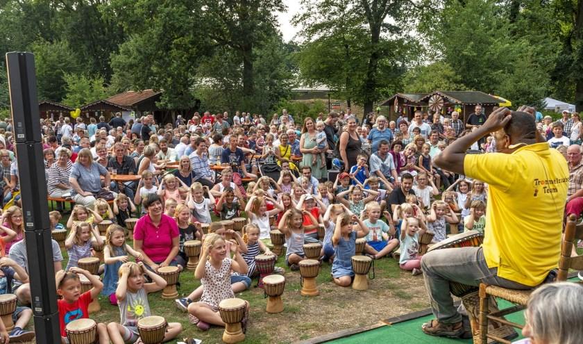 In de dierentuin van Nordhorn is het zaterdagavond feest voor jong en oud. Foto: Franz Frieling