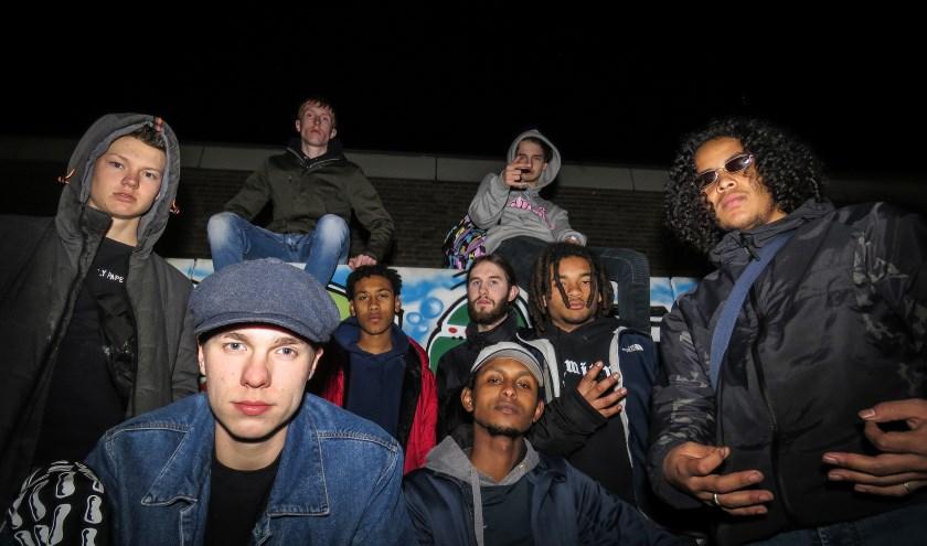 Osse inbreng komt onder andere van Bussel Skate Crew, een rapcollectief bestaande uit negen jonge jongens uit Oss. Ze kennen elkaar via het skaten in Oss en zijn daarna creatieve dingen gaan ondernemen.