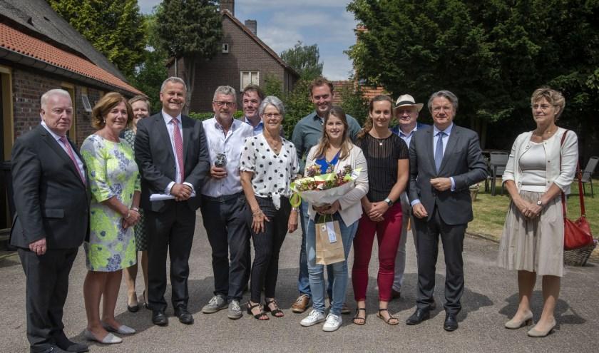 Burgemeester en wethouders met Commissaris van de Koning, Wim van de Donk (tweede van rechts) foto: pix4profs/Joris Buijs