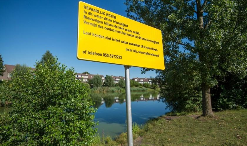 Als botulisme of blauwalg wordt geconstateerd, brengt het waterschap de gemeente op de hoogte, die waarschuwingsborden plaatst.