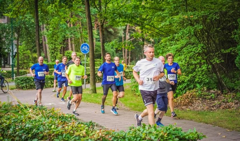 Voor veel lopers is de Ronde van Waalre een mooie test voordat zij de marathon van Eindhoven gaan lopen.