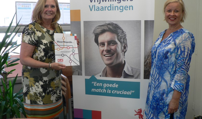 Debbie Maat(rechts) en Gonnie Seen hechten veel waarde aan het in kaart brengen van het vrijwilligerswerk. (Foto: Peter Spek)