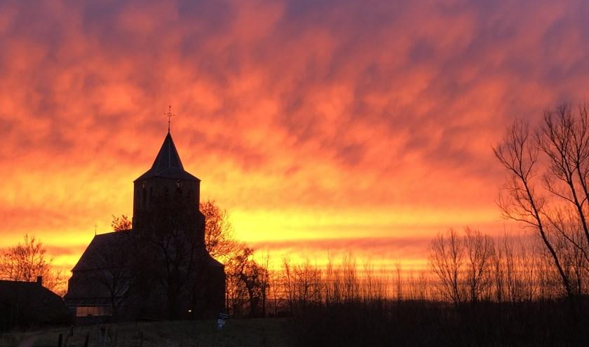De Sint Martinuskerk in Oud-Zevenaar is één van de zes kerken die in de gemeente Zevenaar in de verkoop gaan. (foto: Roel Brocx)
