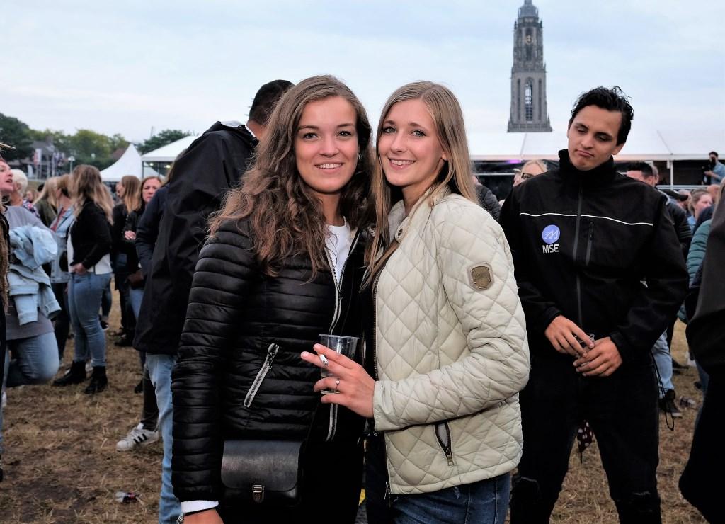 Twee vriendinnen uit Ede kwamen ook genieten op de Rijnweek.  © DPG Media