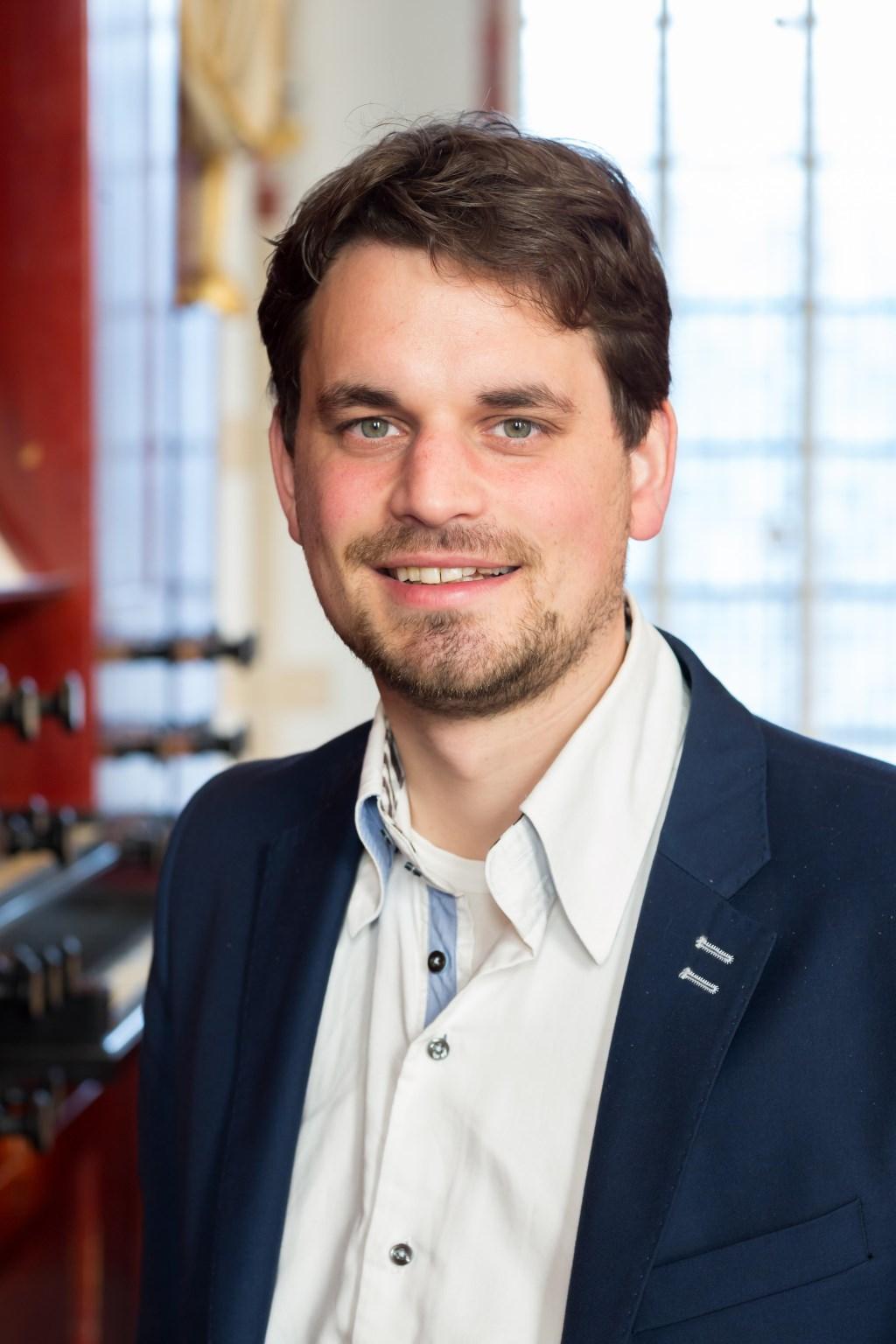 Organist Hugo Bakker