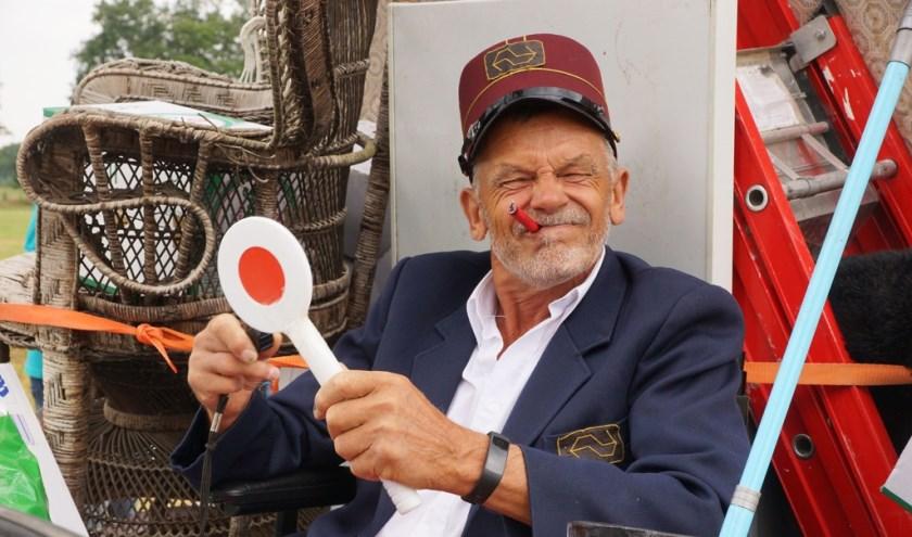 Opa Flodder won met z'n 'familie' (Voshaarweg) de optocht bij de kleine wagens.