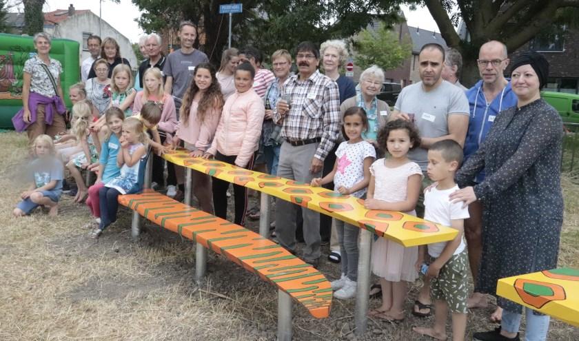 De omwonenden van de OOstersingel waren blij met hun slangbank in de kinderboomgaard.