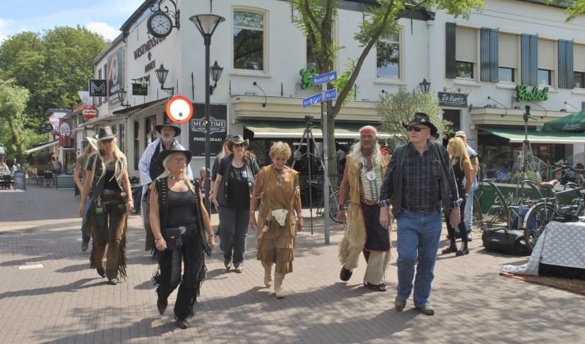 Linedancers komen weer volop aan hun trekken tijdens het Spikker Country & Westernfestival van Muziekstad Zevenaar. (foto: Susan Wiendels)