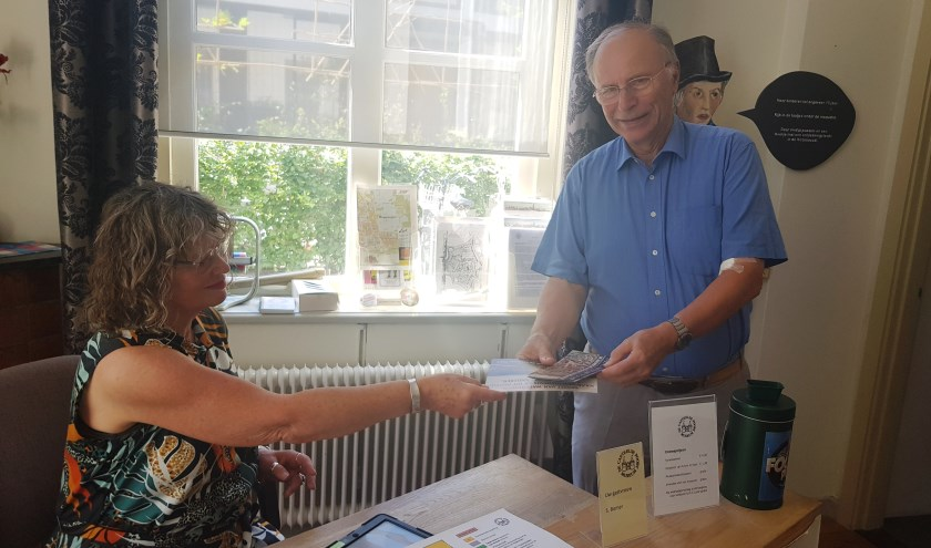Sylvia Bomer en Kees van Loon hopen dat veel Wageningen De Casteelse Poort komen bezoeken. (foto: Kees Stap)