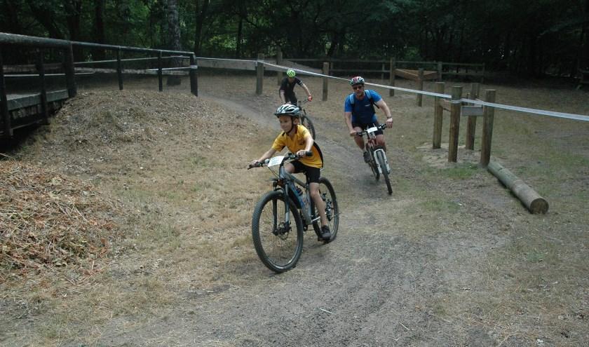 De derde Wiezo ATB Tour voert de deelnemers zaterdag langs ongebruikelijke paden.