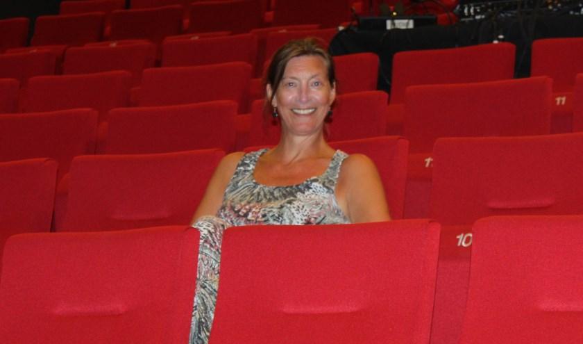 In de zaal zit ze liever niet alleen, maar van slechts één artiest op het podium wordt Ludwien wel heel blij. Tijdens het seizoen vlijt ze bijna wekelijks neer op het rode pluche, met haar man of een vriendin.