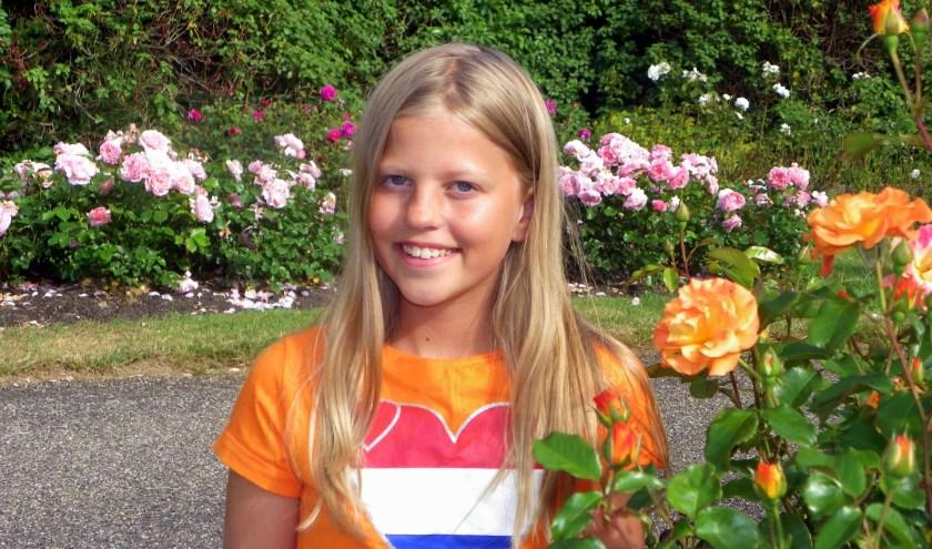 """Dominique van Eeden (13) is voetbalster bij Floreant en keek voor ons de WK-finale. ''De Oranje-speelsters zijn voorbeelden van hoe ver je kan komen."""" FOTO's: Morvenna Goudkade"""