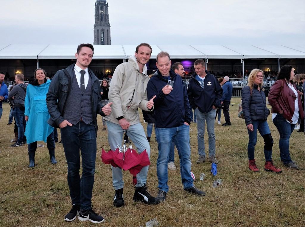 Ivo recht met vrienden op de Rijnweek.  © DPG Media